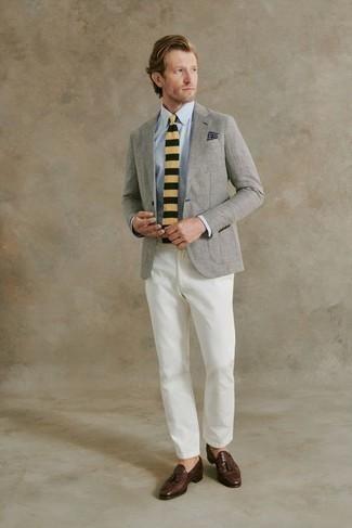 С чем носить куртку мужчине: Куртка и белые брюки чинос — must have вещи в арсенале парней с хорошим вкусом в одежде. Любители экспериментировать могут завершить образ темно-коричневыми кожаными лоферами с кисточками, тем самым добавив в него толику изысканности.