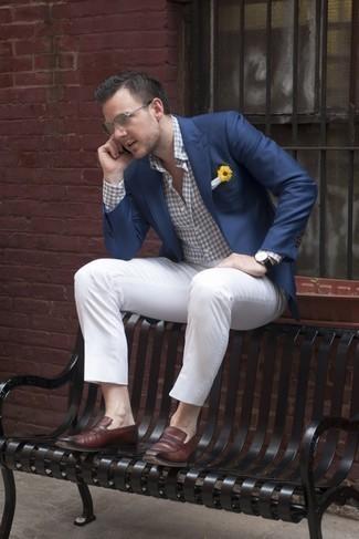 С чем носить белый нагрудный платок: Темно-синий пиджак и белый нагрудный платок — прекрасный ансамбль для активного выходного дня. Темно-коричневые кожаные лоферы добавят луку немного консерватизма.