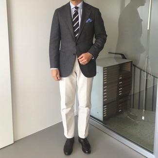 Мужские луки: Скопировать такой образ из темно-серого шерстяного пиджака и белых брюк чинос несложно, главное - помнить о важности пропорций.
