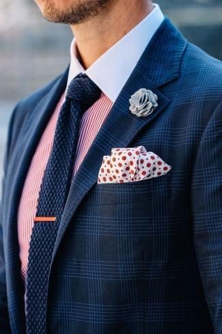 Как и с чем носить: темно-синий пиджак в шотландскую клетку, бело-красная классическая рубашка в вертикальную полоску, темно-синий вязаный галстук, бело-красный нагрудный платок в горошек