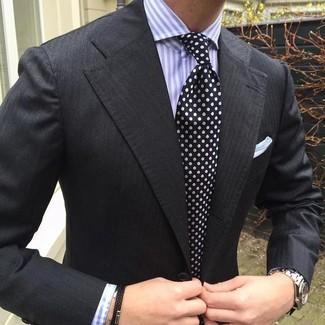 Как и с чем носить: черный пиджак, светло-фиолетовая классическая рубашка в вертикальную полоску, черно-белый галстук в горошек, белый нагрудный платок