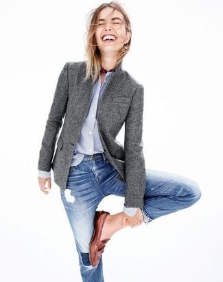 Как и с чем носить: серый шерстяной пиджак, голубая классическая рубашка, синие рваные джинсы скинни, коричневые кожаные лоферы