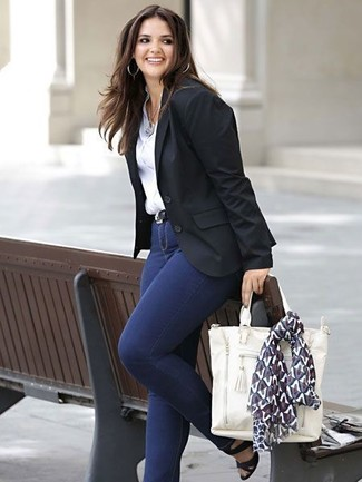 Черный кожаный ремень: с чем носить и как сочетать женщине: Черный пиджак и черный кожаный ремень — превосходный выбор для девчонок, которые никогда не могут усидеть на месте. Черные кожаные босоножки на каблуке станут великолепным дополнением к твоему наряду.