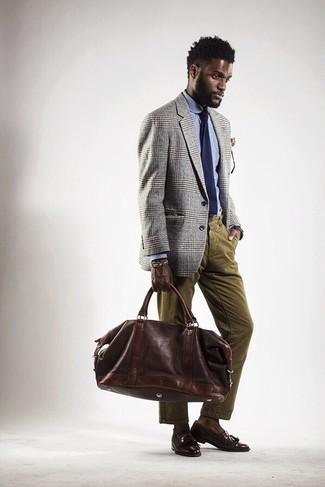Как и с чем носить: серый пиджак в шотландскую клетку, голубая классическая рубашка, оливковые вельветовые джинсы, темно-коричневые кожаные лоферы с кисточками