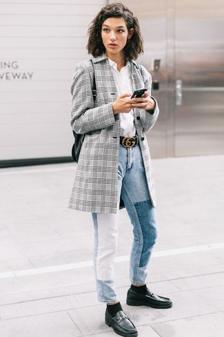 Как и с чем носить: серый пиджак в шотландскую клетку, белая классическая рубашка, голубые джинсы, черные кожаные лоферы