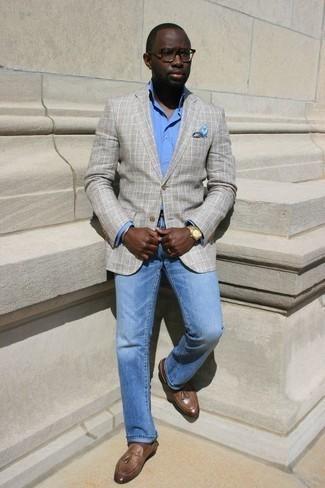 С чем носить золотой браслет мужчине: Если в одежде ты делаешь ставку на комфорт и практичность, серый пиджак в шотландскую клетку и золотой браслет — хороший выбор для привлекательного мужского лука на каждый день. Думаешь привнести сюда толику изысканности? Тогда в качестве обуви к этому луку, выбирай коричневые кожаные лоферы с кисточками.