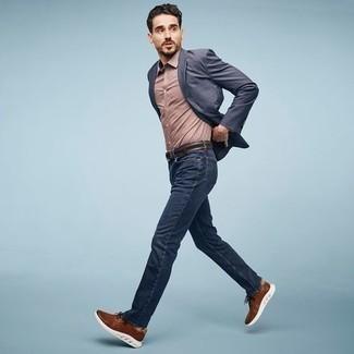 С чем носить коричневый кожаный ремень мужчине: Темно-синий пиджак и коричневый кожаный ремень помогут создать несложный и функциональный ансамбль для выходного в парке или вечера в пабе с друзьями. Коричневые кроссовки — беспроигрышный выбор, чтобы закончить лук.