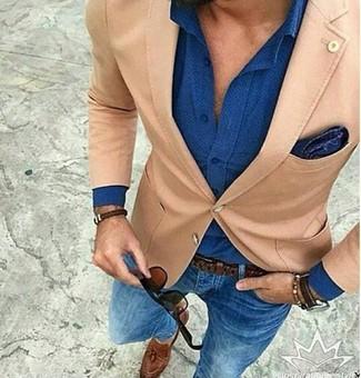 Модный лук: светло-коричневый пиджак, синяя классическая рубашка, синие зауженные джинсы, коричневые кожаные лоферы с кисточками