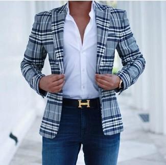 Как и с чем носить: темно-синий пиджак в шотландскую клетку, белая классическая рубашка, темно-синие зауженные джинсы, черный кожаный ремень