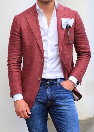 Как и с чем носить: красный пиджак, белая классическая рубашка, синие зауженные джинсы, белый нагрудный платок