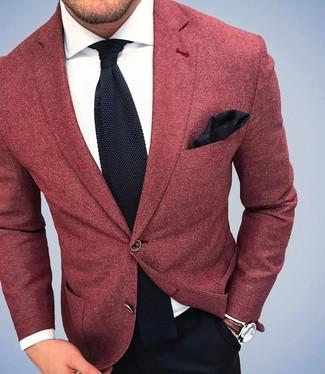 Модный лук: Красный шерстяной пиджак, Белая классическая рубашка, Черные классические брюки, Черный вязаный галстук