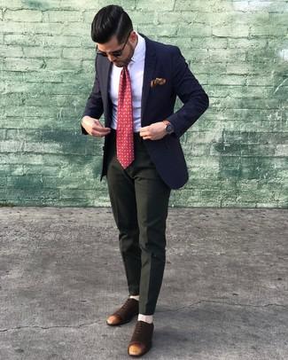 Как и с чем носить: темно-синий пиджак, белая классическая рубашка, темно-зеленые классические брюки, темно-коричневые замшевые оксфорды