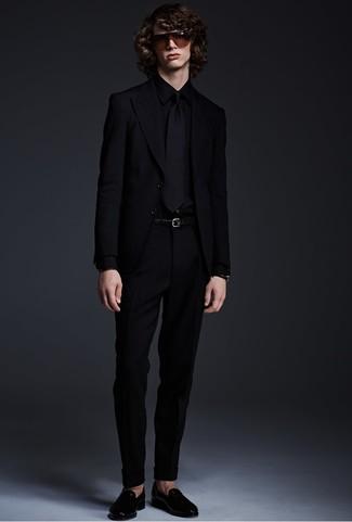 Как и с чем носить: черный пиджак, черная классическая рубашка, черные классические брюки, черные кожаные лоферы