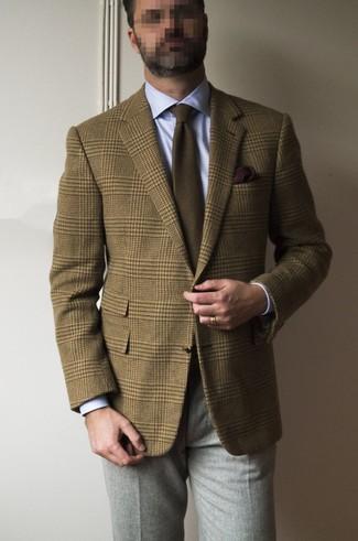 Как и с чем носить: коричневый шерстяной пиджак в шотландскую клетку, голубая классическая рубашка, серые шерстяные классические брюки, коричневый галстук