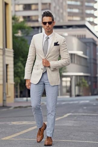 Как и с чем носить: бежевый пиджак, белая классическая рубашка, голубые классические брюки, коричневые кожаные броги