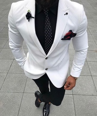 Как и с чем носить: белый пиджак, черная классическая рубашка, черные классические брюки, черные кожаные монки с двумя ремешками