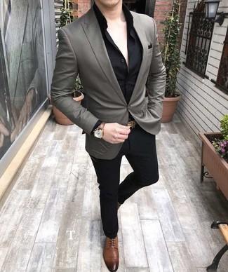 Как и с чем носить: серый пиджак, черная классическая рубашка, черные классические брюки, коричневые кожаные туфли дерби