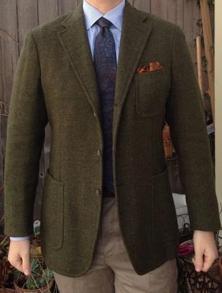 """Как и с чем носить: оливковый шерстяной пиджак, голубая классическая рубашка, светло-коричневые классические брюки, темно-синий галстук с """"огурцами"""""""