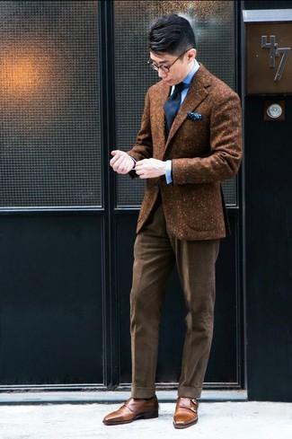 Как и с чем носить: коричневый шерстяной пиджак, голубая классическая рубашка, коричневые вельветовые классические брюки, коричневые кожаные монки с двумя ремешками