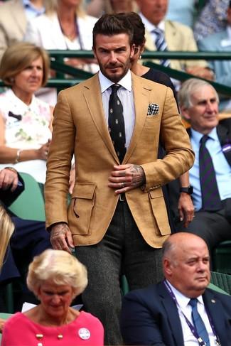 """Как и с чем носить: светло-коричневый пиджак, бело-синяя классическая рубашка в вертикальную полоску, темно-серые шерстяные классические брюки с узором """"в ёлочку"""", черный галстук с принтом"""