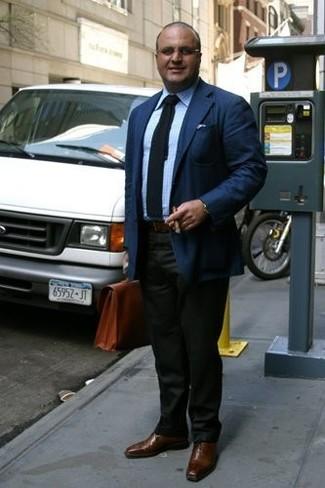 Как и с чем носить: темно-синий пиджак, голубая классическая рубашка в клетку, темно-зеленые классические брюки, коричневые кожаные оксфорды
