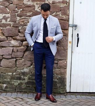 Как и с чем носить: голубой пиджак, белая классическая рубашка, темно-синие классические брюки, темно-красные кожаные лоферы