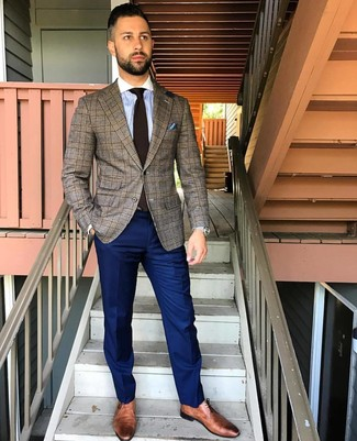 Как и с чем носить: коричневый пиджак в шотландскую клетку, голубая классическая рубашка в вертикальную полоску, темно-синие классические брюки, коричневые кожаные туфли дерби