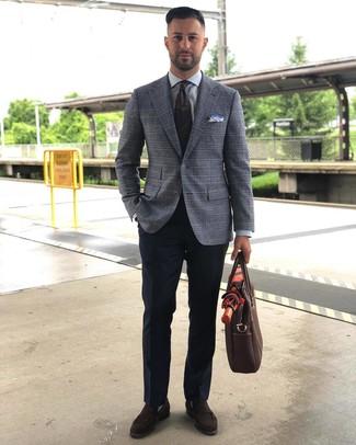 Как и с чем носить: серый пиджак в шотландскую клетку, серая классическая рубашка, темно-синие классические брюки, темно-коричневые замшевые лоферы