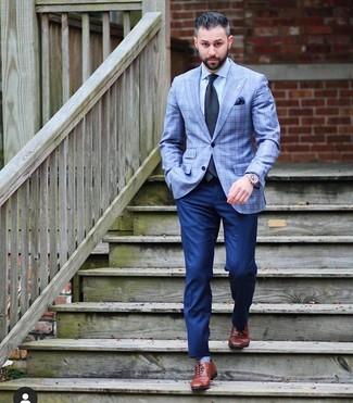 Как и с чем носить: голубой пиджак в шотландскую клетку, голубая классическая рубашка, темно-синие классические брюки, коричневые кожаные оксфорды