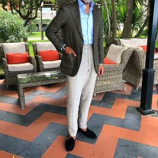 Модные мужские луки 2020 фото: Комбо из темно-зеленого пиджака и серых классических брюк поможет создать стильный классический лук. Говоря об обуви, можно дополнить лук черными замшевыми лоферами.