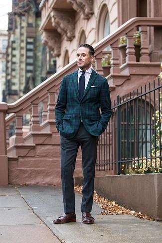 Как и с чем носить: темно-сине-зеленый пиджак в шотландскую клетку, белая классическая рубашка, темно-серые шерстяные классические брюки, темно-коричневые кожаные монки с двумя ремешками