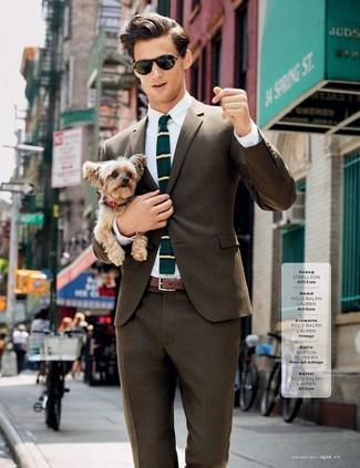 Как и с чем носить: коричневый пиджак, белая классическая рубашка, коричневые классические брюки, темно-бирюзовый шерстяной галстук в горизонтальную полоску