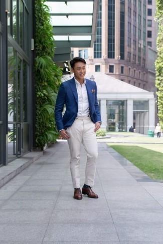 Темно-сине-белые носки в горошек: с чем носить и как сочетать мужчине: Если у тебя наметился сумасшедший день, сочетание синего пиджака и темно-сине-белых носков в горошек поможет создать функциональный ансамбль в расслабленном стиле. Любители модных экспериментов могут дополнить образ коричневыми кожаными оксфордами, тем самым добавив в него толику изысканности.