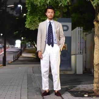 С чем носить темно-сине-белый галстук в горошек мужчине: Бежевый пиджак и темно-сине-белый галстук в горошек — идеальный выбор для выхода в свет. Вкупе с этим луком гармонично смотрятся темно-коричневые замшевые лоферы с кисточками.