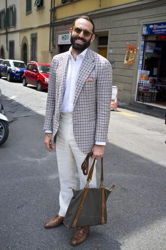Мужские луки: Несмотря на то, что это достаточно консервативный образ, тандем серого пиджака в мелкую клетку и бежевых льняных классических брюк всегда будет выбором современных джентльменов, покоряя при этом сердца прекрасных дам. Коричневые кожаные монки станут хорошим дополнением к твоему ансамблю.