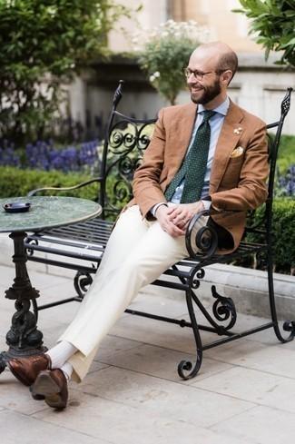 С чем носить прозрачные солнцезащитные очки мужчине: Если этот день тебе предстоит провести в движении, сочетание светло-коричневого пиджака и прозрачных солнцезащитных очков позволит составить функциональный образ в непринужденном стиле. Такой образ легко обретает свежее прочтение в тандеме с коричневыми кожаными оксфордами.