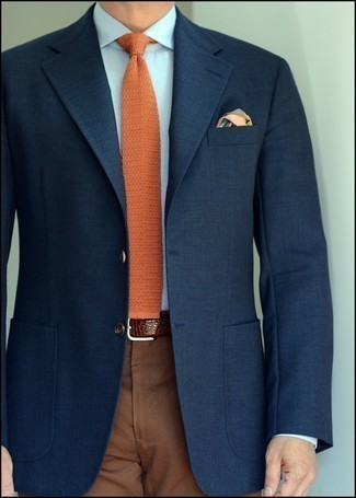 Мужские луки: Несмотря на то, что этот лук выглядит довольно-таки сдержанно, образ из темно-синего пиджака и коричневых классических брюк всегда будет выбором современных джентльменов, покоряя при этом сердца прекрасных дам.