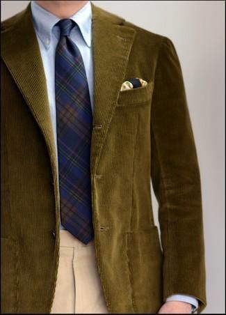 Мужские луки: Для воплощения изысканного мужского вечернего ансамбля отлично подойдет оливковый вельветовый пиджак и бежевые классические брюки.