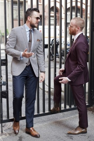 """Как и с чем носить: серый пиджак с рисунком """"гусиные лапки"""", голубая классическая рубашка, темно-синие классические брюки, коричневые кожаные лоферы"""