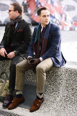 Как и с чем носить: темно-синий пиджак в шотландскую клетку, белая классическая рубашка, светло-коричневые шерстяные классические брюки, табачные замшевые монки с двумя ремешками