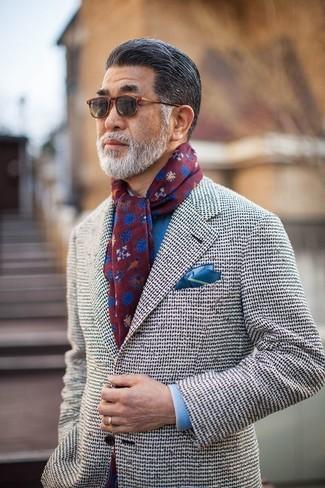 Как и с чем носить: белый твидовый пиджак, синяя классическая рубашка, синий нагрудный платок, темно-красный шарф с принтом