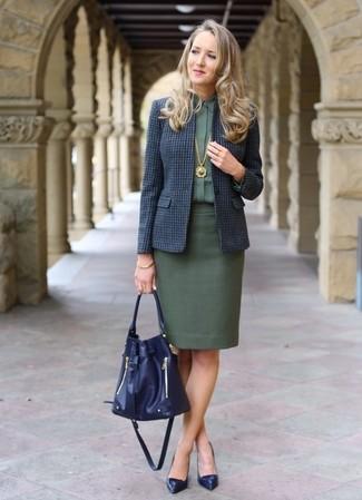 Как и с чем носить: темно-синий шерстяной пиджак в клетку, темно-зеленая классическая рубашка, темно-зеленая юбка-карандаш, темно-синие кожаные туфли