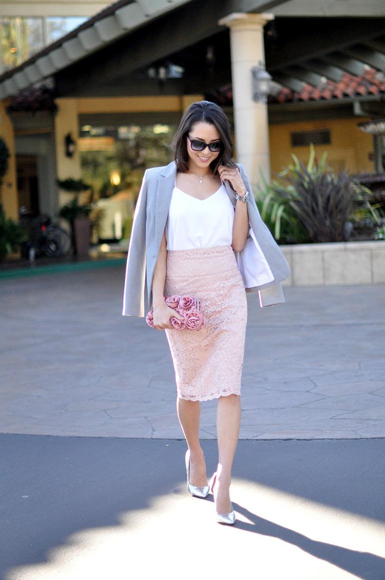 Розовая кружевная юбка карандаш