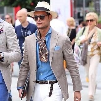Как и с чем носить: бежевый пиджак, голубая рубашка с длинным рукавом из шамбре, белые брюки чинос, бежевая соломенная шляпа