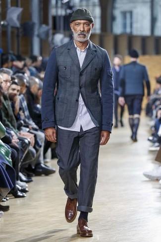 Как и с чем носить: темно-синий пиджак в шотландскую клетку, голубая рубашка с длинным рукавом в вертикальную полоску, темно-синие брюки чинос, коричневые кожаные броги