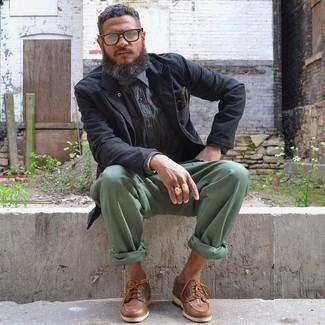 Черный пиджак: с чем носить и как сочетать мужчине: Если ты приписываешь себя к той немногочисленной группе джентльменов, неплохо ориентирующихся в модных тенденциях, тебе полюбится сочетание черного пиджака и мятных брюк чинос. Если ты любишь рисковать, на ноги можешь надеть коричневые кожаные топсайдеры.