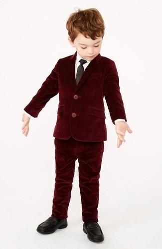 Как и с чем носить: темно-красный бархатный пиджак, белая рубашка с длинным рукавом, темно-красные бархатные брюки, черные лоферы