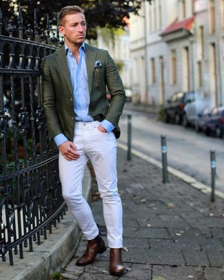 Как и с чем носить: темно-зеленый пиджак, голубая рубашка с длинным рукавом, белые джинсы, темно-коричневые кожаные ботинки челси