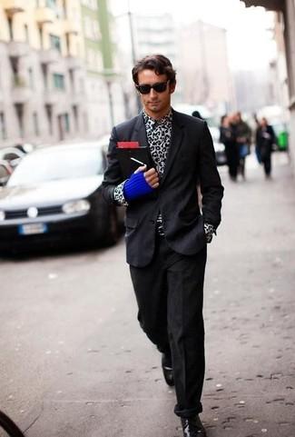 Как и с чем носить: черный пиджак, бело-черная рубашка с длинным рукавом с леопардовым принтом, черные вельветовые джинсы, черные кожаные туфли дерби