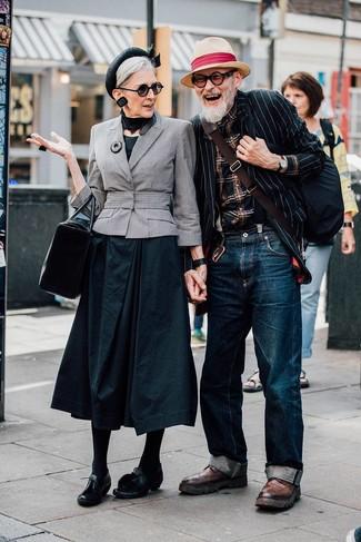 Как и с чем носить: черно-белый пиджак в вертикальную полоску, черная рубашка с длинным рукавом в шотландскую клетку, темно-синие джинсы, коричневые кожаные ботинки броги